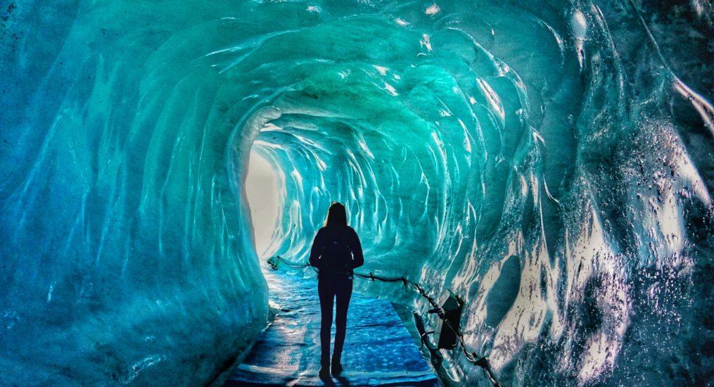 Camminare vicino al ghiacciaio Mer de Glace e nella grotta di ghiaccio