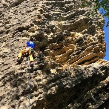 Guardamonte: praticare attività outdoor tra onde di pietra e fossili marini
