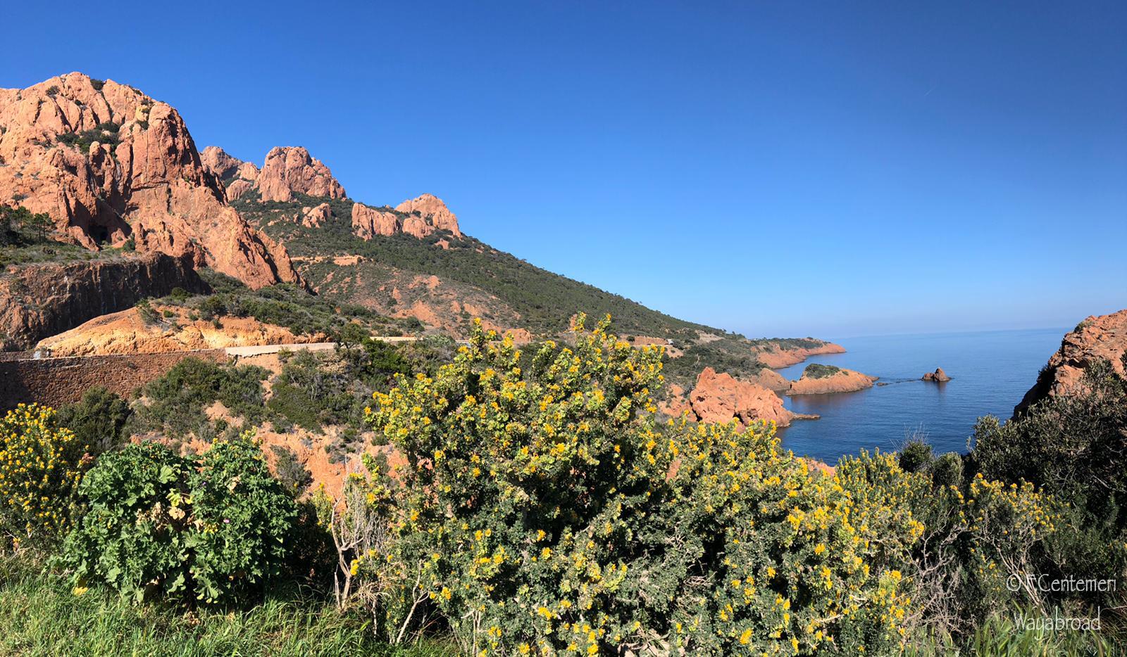 La Corniche d'Or: alla scoperta delle calanche rosse della Costa Azzurra