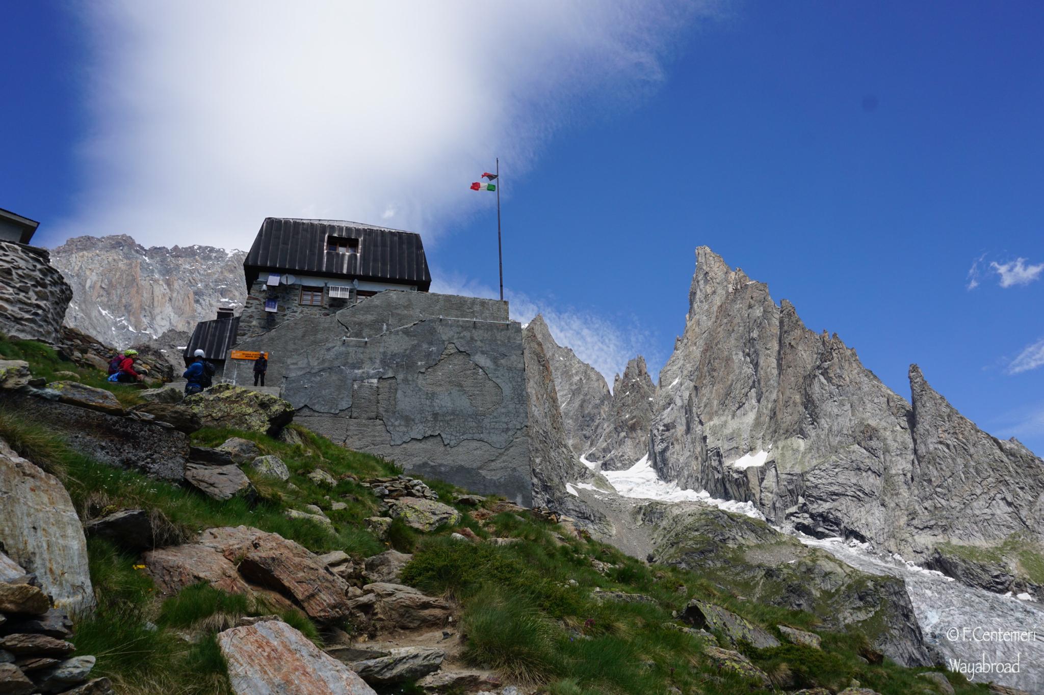 Trekking al Rifugio Monzino, tra le cime del Massiccio del Monte Bianco
