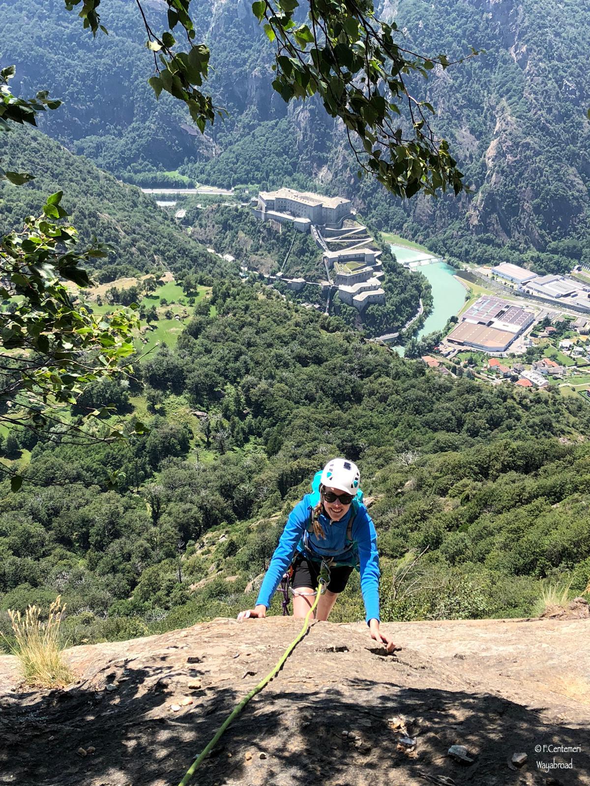 Via lunga Pilier del Forte: arrampicare con vista sul Forte di Bard