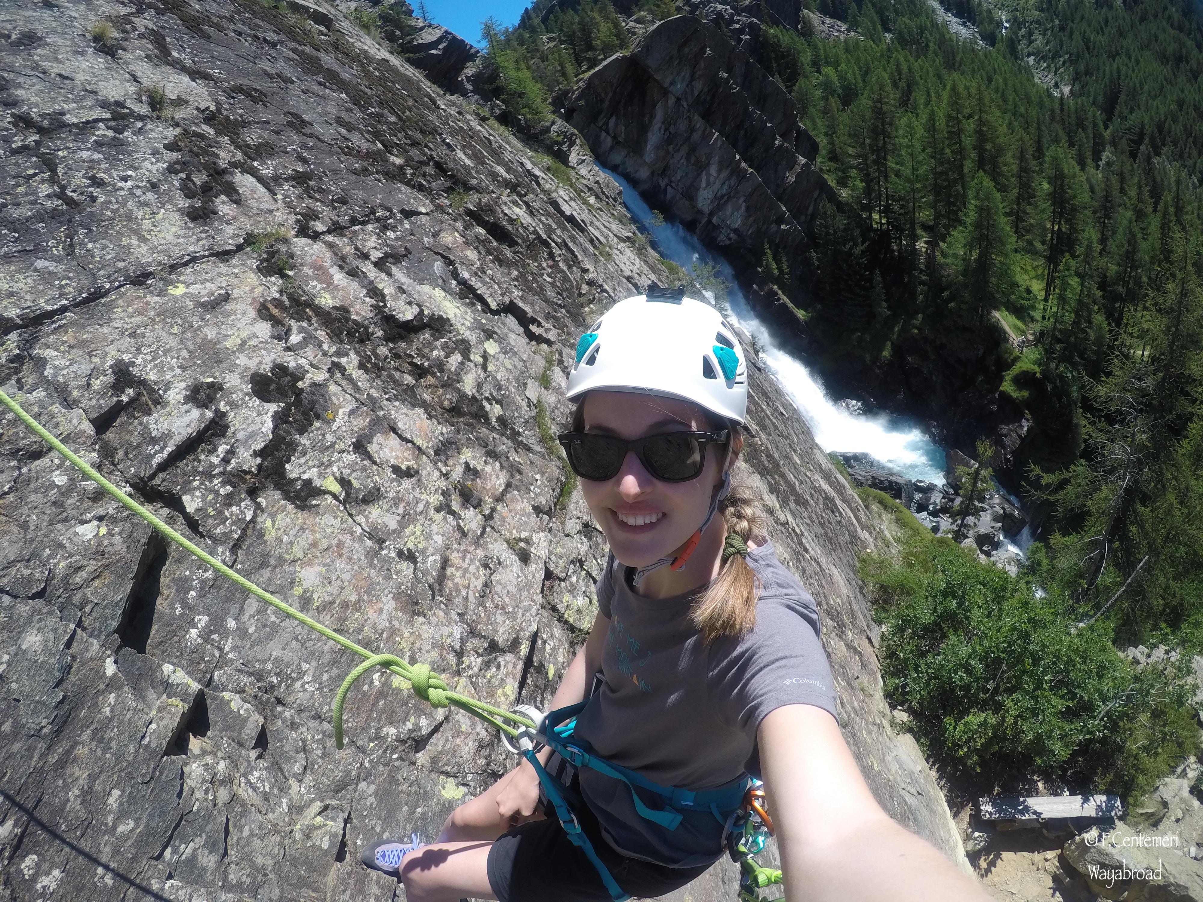 Arrampicare di fianco alle cascate di Lillaz