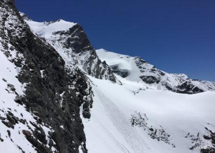 Trekking al Rifugio Guide d'Ayas: a 3460 m tra i ghiacciai e le nuvole